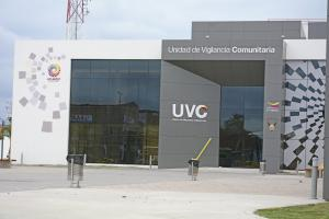 Se llevan tres celulares y una laptop de la UVC, en Manta