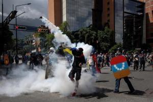 Detienen a policía regional por muerte durante marcha en centro de Venezuela