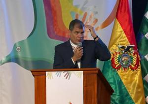 El expresidente Correa dice que Donald Trump 'ha batido el récord de estupideces'
