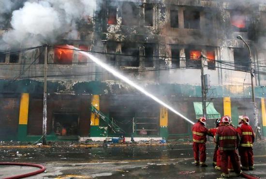 'Nos encerraban todo el día', afirma trabajador de galería incendiada en Lima