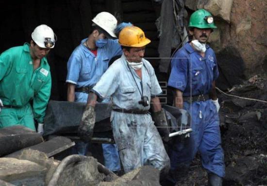 Sube a ocho el número de muertos por explosión en mina de carbón en Colombia