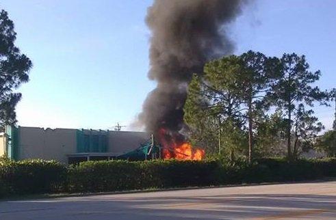 Un muerto al estrellarse una avioneta contra una guardería en Florida