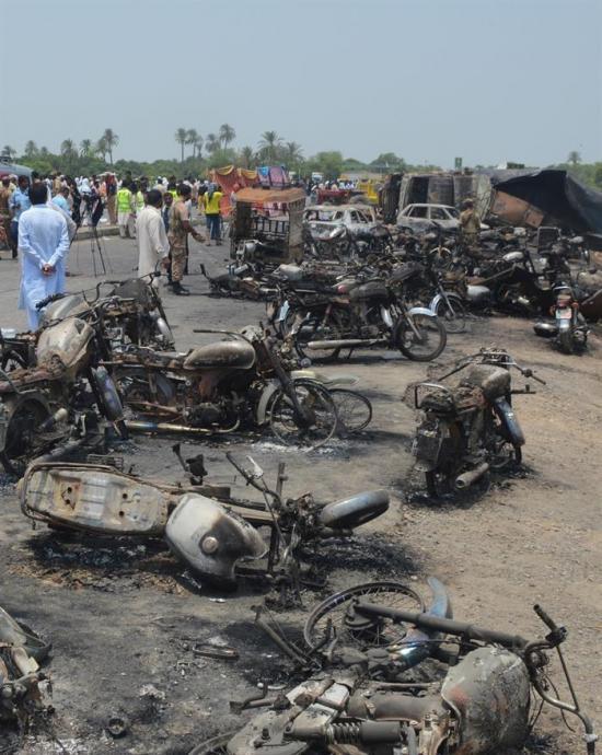 Casi 140 personas calcinadas enlutan el fin del Ramadán en Pakistán