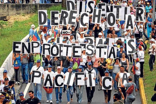 Secretario de la OEA ofrece su cargo y las marchas no paran