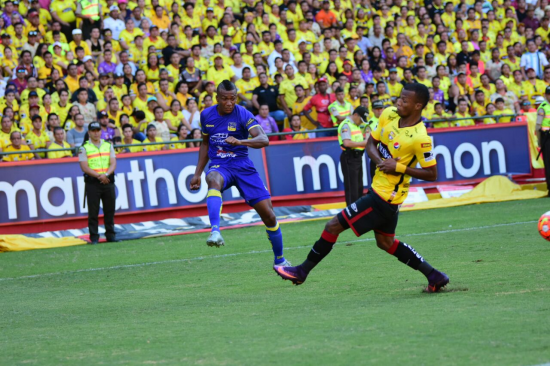Delfín a un punto de ganar la etapa tras vencer 2-1 a Barcelona SC