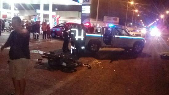Un muerto y un herido en accidente de tránsito en la vía Puerto-aeropuerto de Manta