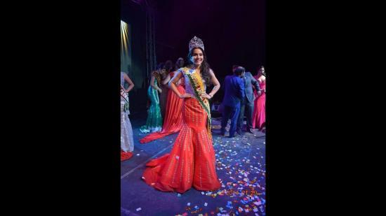 Hillary Salcedo es la nueva reina de El Carmen
