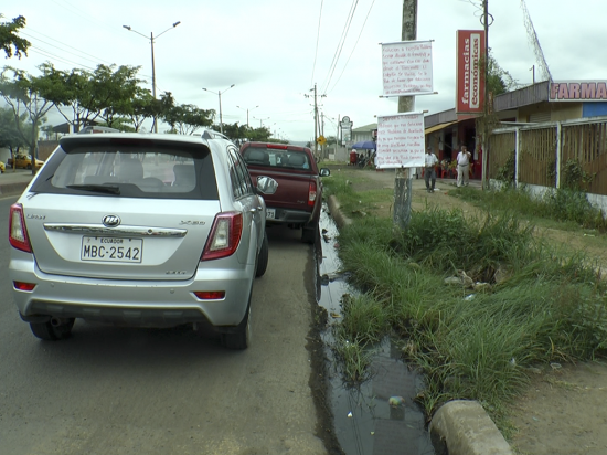 Frente al hospital de Solca, en Portoviejo, los restaurantes sufren contaminación