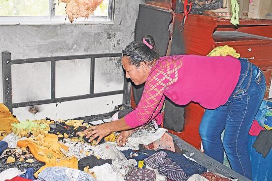 Mujer denuncia que su familia sufrió atentado dentro de su vivienda