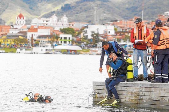 Naufragio deja al menos 7 muertos y 13 desaparecidos