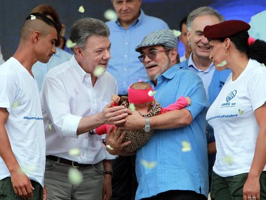 FARC dicen adiós a 50 años de guerra