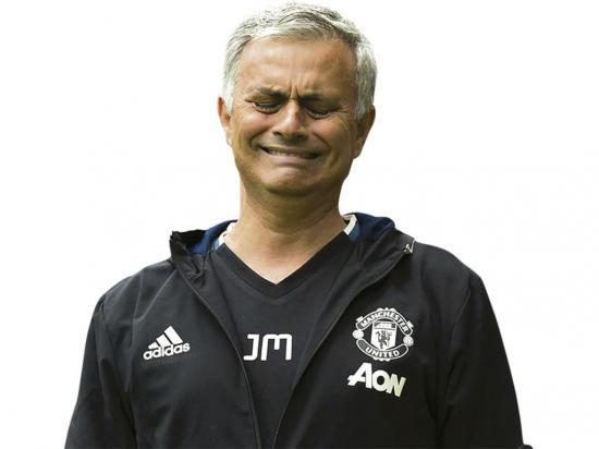 Mourinho lleva el ataúd de su padre