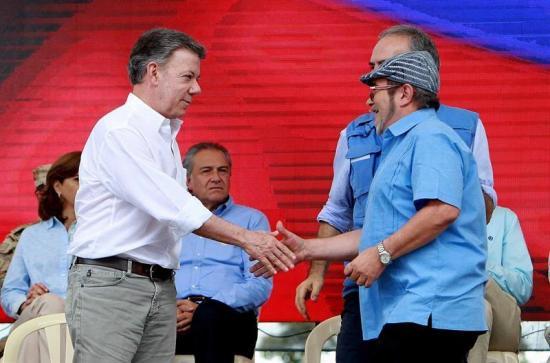 Ecuador se congratula por entrega de armas de FARC en pro de paz en Colombia