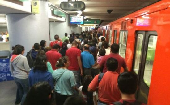 Se disfrazó de mujer para acosar sexualmente a pasajeras del Metro mexicano
