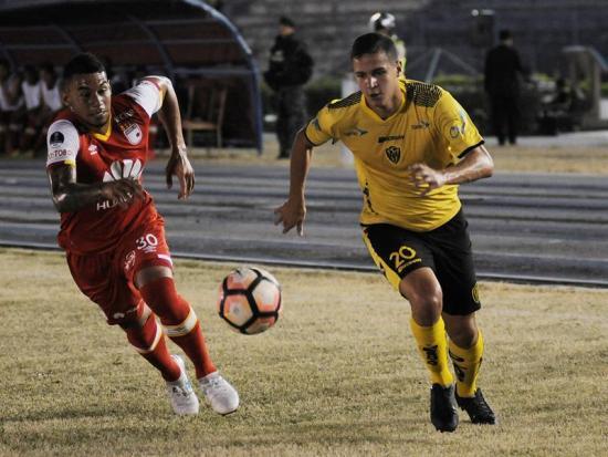 Fuerza Amarilla frenó el favoritismo de Santa Fe en el partido de ida [1-1]