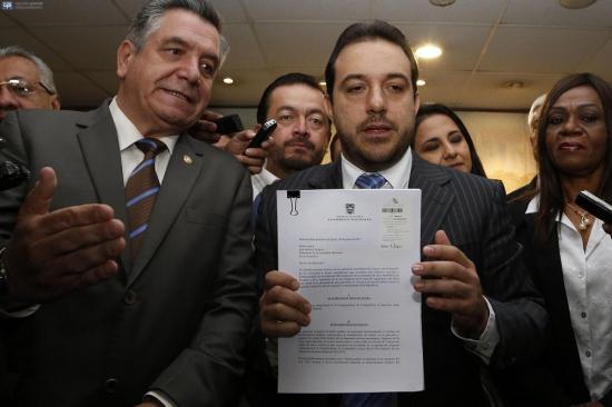Asambleístas de oposición presentan pedido de juicio político contra Jorge Glas