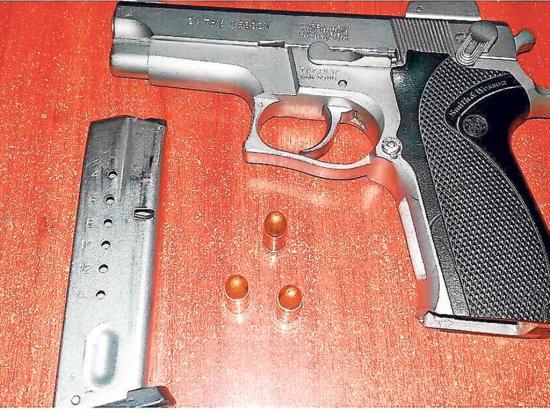 Detenidos con las armas