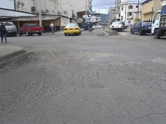 Piden arreglo en calles de la urbe