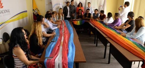 Grupos LGBTI de Ecuador muestran emprendimientos y preparan Marcha de orgullo