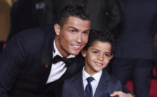 Cristiano Ronaldo confirma el nacimiento de sus gemelos y publica primera foto