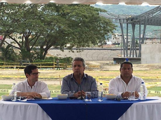 El presidente Lenín Moreno recorrió la ex zona cero de Portoviejo