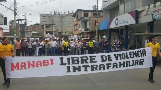 Realizan marcha contra el maltrato en Tosagua