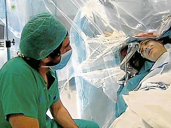 Entrevista en  plena cirugía
