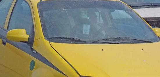 Lo secuestran y le roban el taxi