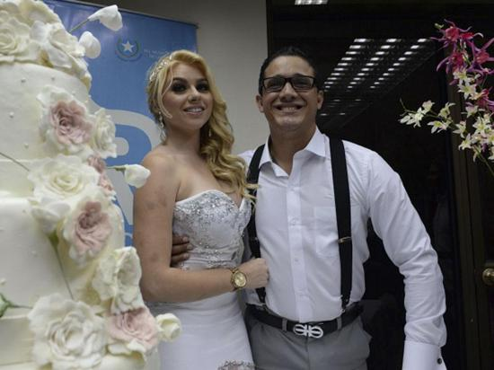 """""""El divorcio no es uno de mis pensamientos"""", dice la esposa de Matamoros"""