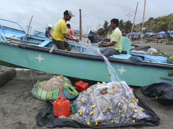 Aguas frías alejan a los peces y camarones, según los pescadores