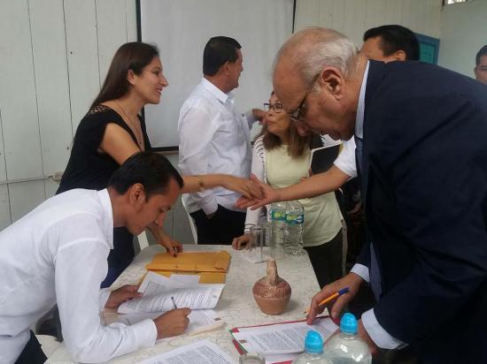 Firman convenios para proyectos y conferencias