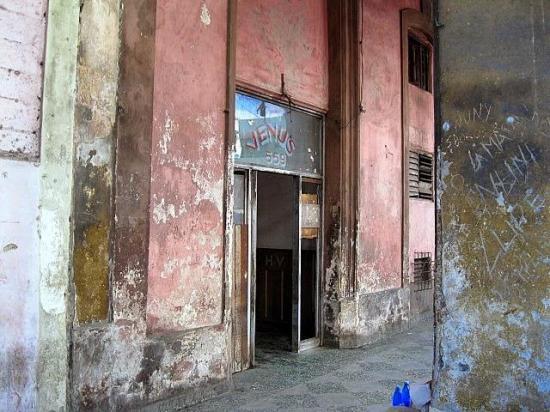 Cuba quiere recuperar las 'posadas' dando 'opciones para el mamor'