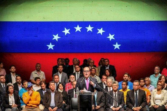 La oposición venezolana convoca un referendo para elegir 'el futuro del país'