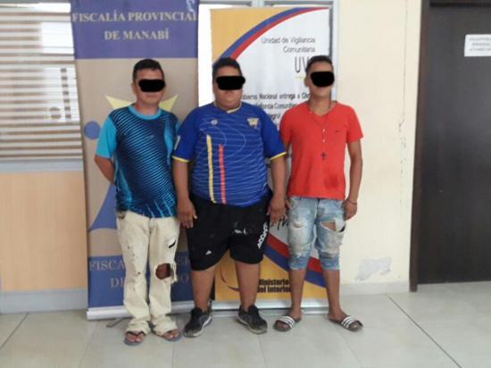 Compartían con un hombre y lo asaltaron; están detenidos
