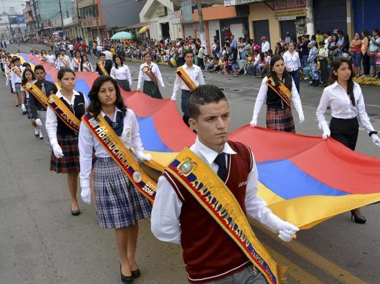 Desfile cierra los festejos por los 50 años de cantonización de Santo Domingo