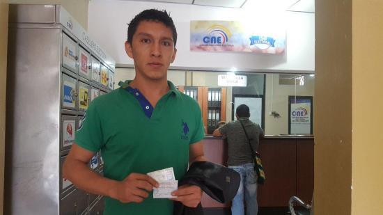 El CNE inicia la entrega de certificados de votación definitivos