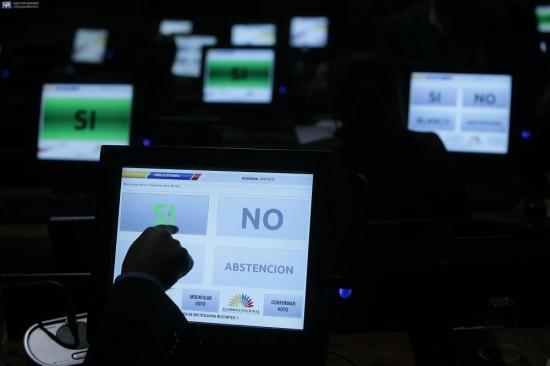 La Asamblea censura al excontralor Carlos Pólit durante juicio político