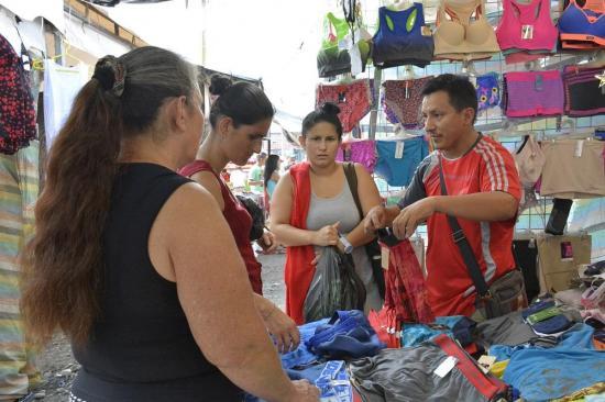 Comerciantes de inician remates en la feria por las fiestas de Santo Domingo