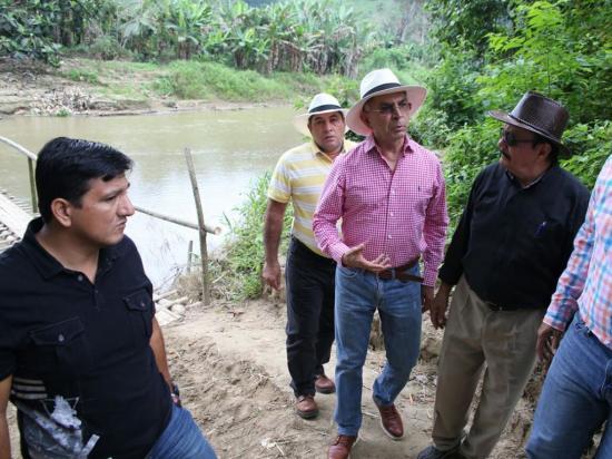 Prefecto Mariano Zambrano ratifica construcción de la represa Pajarito en Olmedo