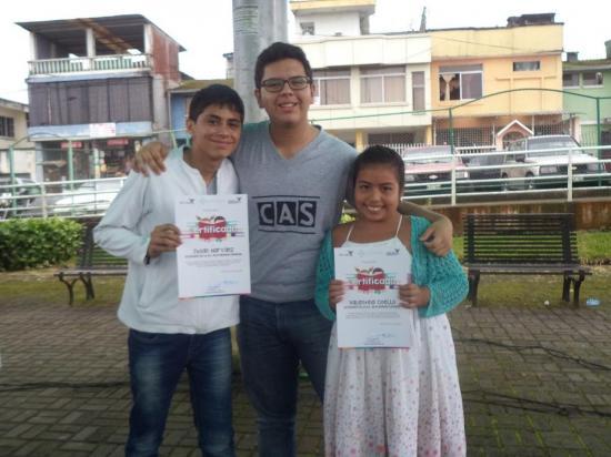 Premian a ganadores de concurso de cuentos