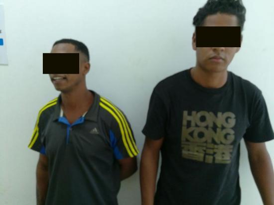 Detienen a dos hombres acusados de robo