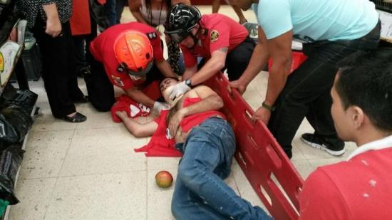 Hombre cae desde el techo de un supermercado de Portoviejo