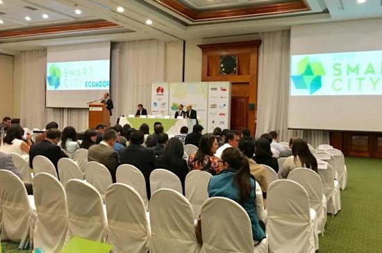 Expertos internacionales analizan en Quito el rol de ciudades inteligentes