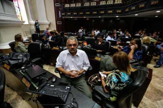 Fiscalía y Defensoría de Venezuela investigan ataque violento al Parlamento