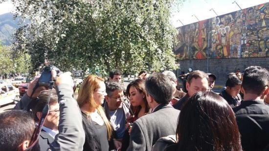 Asambleísta hace pedido para la prohibición de salida del país del expresidente Correa