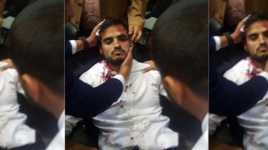 Grupos violentos irrumpen en el Parlamento venezolano y hieren a diputados