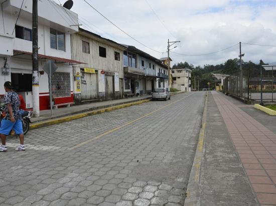 Arreglan dos calles del centro poblado