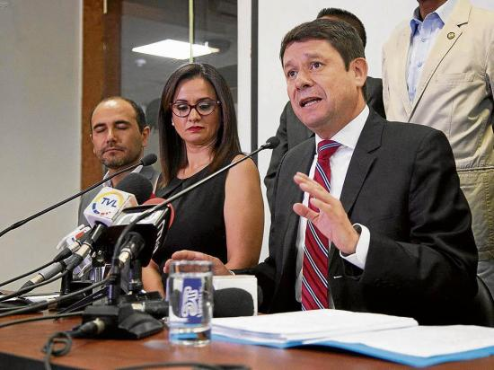 Exministro niega pagos de Caminosca