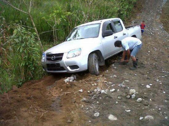 Se llevan camioneta de la Río Lelia