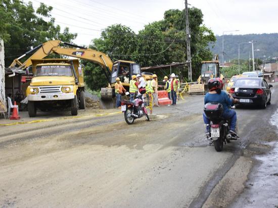 """Conductores esperan que con trabajos se terminen las inundaciones en la """"Y"""""""